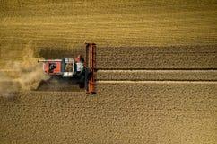 Cartel travaillant au champ de blé Photo libre de droits