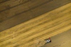 Cartel travaillant au champ de blé Photos stock