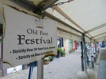 Cartel viejo del festival del fuerte en Main Street en Portlaoise Fotografía de archivo libre de regalías