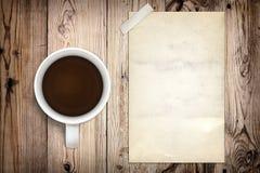 Cartel y café viejos Foto de archivo libre de regalías