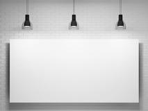 Cartel y lámparas sobre la pared de ladrillo Fotografía de archivo