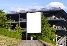 Cartelera al aire libre en blanco vertical fotos de archivo