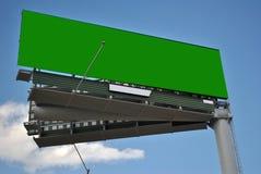 Cartelera con la señal de tráfico de la publicidad del día soleado del verde de la llave de la croma Imagen de archivo