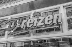 Cartelera de D-Reizen en Weesp el 2018 holandés fotos de archivo