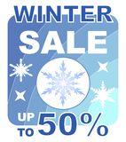 Cartelera de la venta del invierno en diseño azul con los copos de nieve Foto de archivo libre de regalías