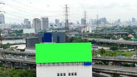 Cartelera de publicidad en la autopista, lapso de tiempo almacen de video