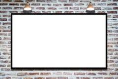 Cartelera de publicidad enorme de cartel en la pared de ladrillo con la lámpara fotos de archivo