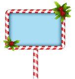 Cartelera del bastón de caramelo con acebo en blanco Fotografía de archivo libre de regalías