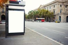 Cartelera electrónica en blanco con el espacio de la copia para su mensaje de texto o contenido promocional, tablero de la inform Imagen de archivo