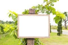 Cartelera en blanco con el espacio libre para el tablero de mensajes del texto o del público imagen de archivo