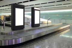 Cartelera en blanco en aeropuerto Imágenes de archivo libres de regalías