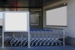 Cartelera en blanco en un supermercado Imagen de archivo libre de regalías