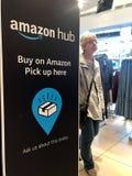 Cartelera en una tienda, Londres del eje del Amazonas foto de archivo