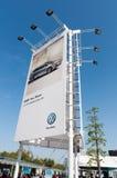 Cartelera gigante de Volkswagen Imagenes de archivo