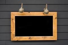 Cartelera iluminada por la lámpara Imágenes de archivo libres de regalías