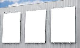 Cartelera o cartel en blanco en la ciudad Imagen de archivo libre de regalías