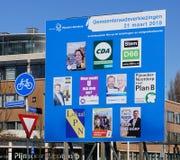 Cartelera para las elecciones del consejo municipal en los Países Bajos en 2018 Imagen de archivo
