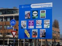 Cartelera para las elecciones del consejo municipal en los Países Bajos en 2018 Imagenes de archivo