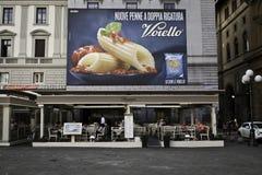 Cartelera que hace publicidad de las pastas italianas Imagen de archivo libre de regalías