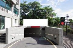 Cartelera vacía en la entrada de aparcamiento Fotografía de archivo libre de regalías