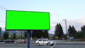Cartelera verde para su anuncio almacen de metraje de vídeo