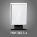 Cartelera vertical blanca en blanco con el lugar para su Imagen de archivo libre de regalías