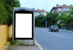 Carteleras en blanco de Estambul para hacer publicidad del tiempo de la tarde del cartel - t?rmino de autobuses fotografía de archivo