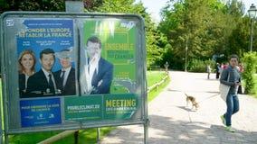 Carteles de la campa?a del partido de Les Republicains y del ecologista almacen de metraje de vídeo