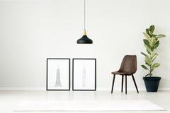 Carteles en sala de estar simple imagen de archivo