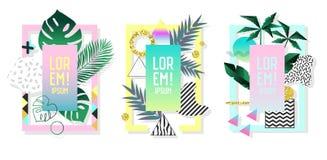 Carteles fijados con los elementos y las hojas de palma geométricos abstractos Cubiertas determinadas de la moda de Memphis Style Foto de archivo libre de regalías