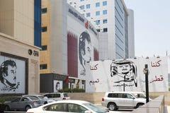 Carteles que apoyan al emir de Qatari Imágenes de archivo libres de regalías