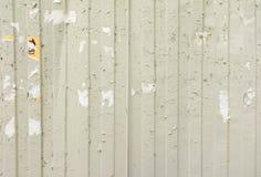 Carteles rasgados en las paredes viejas del Grunge Imagen de archivo