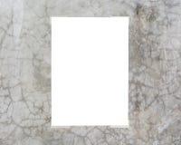 Cartello bianco legato sulla parete Immagini Stock Libere da Diritti