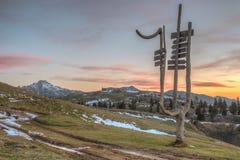 Cartello e ottages sul planina di Velika Fotografie Stock Libere da Diritti