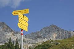Cartello nelle montagne Fotografia Stock