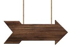 Cartello o insegna di legno di forma della freccia fatta di legno scuro che appende sulle corde royalty illustrazione gratis