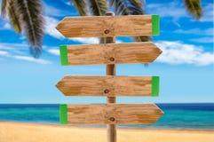 Cartello sulla palma della spiaggia immagini stock