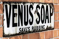 Cartellone pubblicitario d'annata per Venus Soap fotografie stock libere da diritti