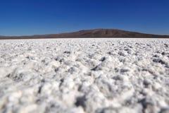 Carter de sel dans le désert d'Atacama Photo stock