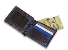 Cartera azul con las tarjetas de crédito y el dinero canadiense, backgrou blanco Imagen de archivo