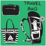 Cartera, bolso de la playa y mochila el caminar en fondo verde stock de ilustración