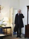 Cartera de With Cellphone And del hombre de negocios en sala de estar imagen de archivo libre de regalías