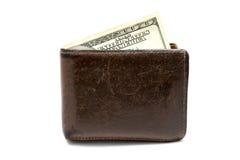 Cartera marrón de cuero vieja con cientos dólares de billete de banco aislado en el fondo blanco Fotos de archivo libres de regalías