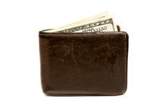 Cartera marrón de cuero vieja con cientos dólares de billete de banco aislado en el fondo blanco Imagen de archivo libre de regalías
