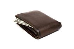 Cartera marrón de cuero vieja con un billete de banco del dólar aislado en el fondo blanco Imágenes de archivo libres de regalías