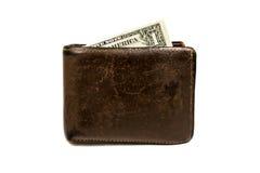 Cartera marrón de cuero vieja con un billete de banco del dólar aislado en el fondo blanco Imagen de archivo libre de regalías
