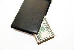 Cartera negra con los billetes de banco de dólares de EE. UU. dentro Imágenes de archivo libres de regalías