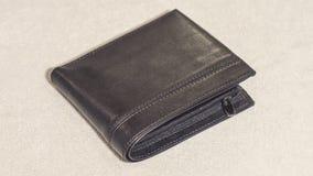 Cartera negra de cuero en un fondo ligero Imágenes de archivo libres de regalías