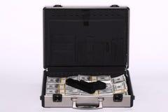 Cartera por completo del efectivo y de la pistola imágenes de archivo libres de regalías