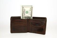 Cartera vieja con los billetes de banco de dólares de EE. UU. dentro Fotos de archivo